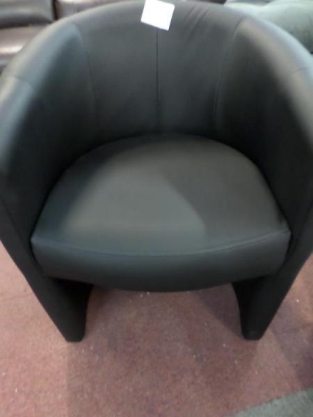 d p t vente troc n cash fauteuil crapaud simili noir occasion. Black Bedroom Furniture Sets. Home Design Ideas